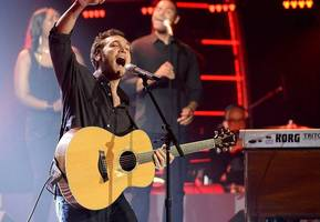 Phillip Phillips Returns to 'American Idol' to Perform New Single 'Raging Fire'